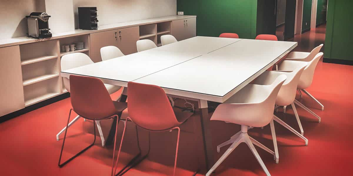 As Foodies Arena offers 6 meeting rooms of various sizes, flexibility is key for them